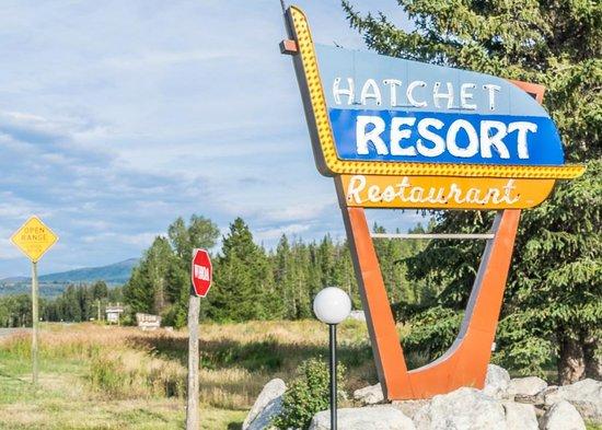 Hatchet Resort: Road sign