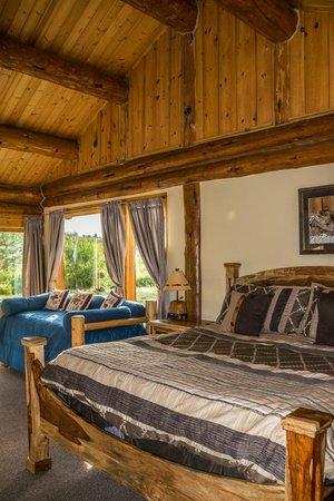Hatchet Resort: Lots of wood paneling and ceilings