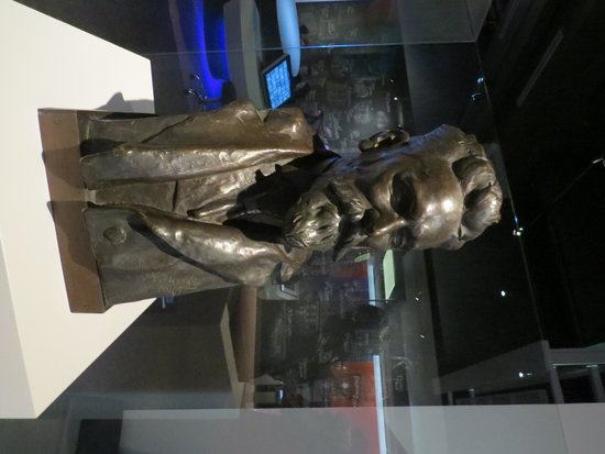 Missouri History Museum : Joseph Pulitzer bust