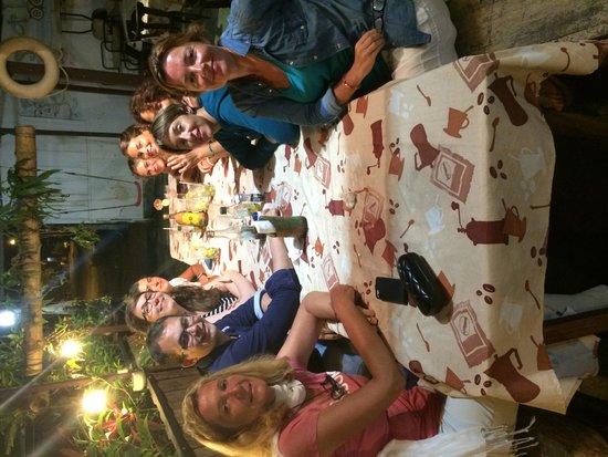 Sabor Latino Bistro Restaurant: Tour de Franceses disfrutando de nuestra comida
