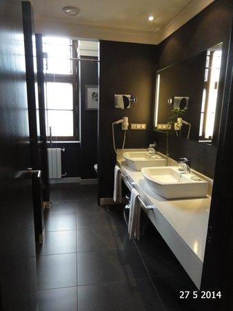 Barceló Brno Palace: The bathroom
