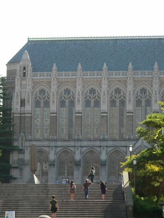 University of Washington : exterior of the Suzzallo library