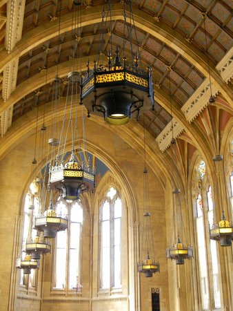 University of Washington : interior of the Suzzallo library