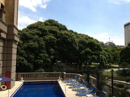 Plaza Hotel Buenos Aires: View from the pool