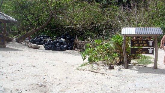 Ko Phi Phi Le : MAYA bay l'ile du film LA PLAGE ,un chiotte et des poubelles belle endroit (sic)