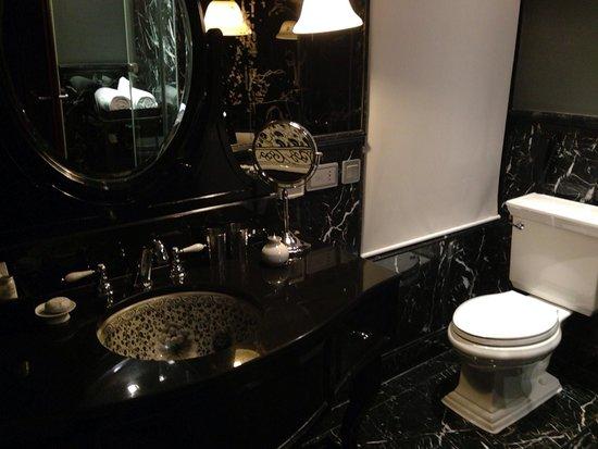 Bagno ... Stupendo di marmo nero con vasca e doccia separati!!! - Picture of Hotel Muse Bangkok ...