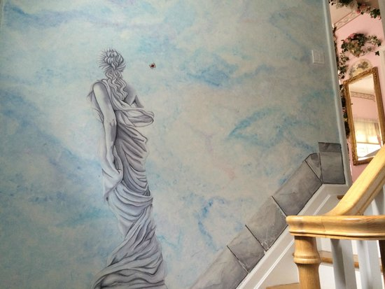 Hamptons House of Gardens Bed & Breakfast: Michelle's beautiful wall paintings