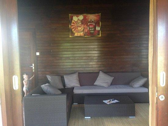 Sunset Villas: Lounge room