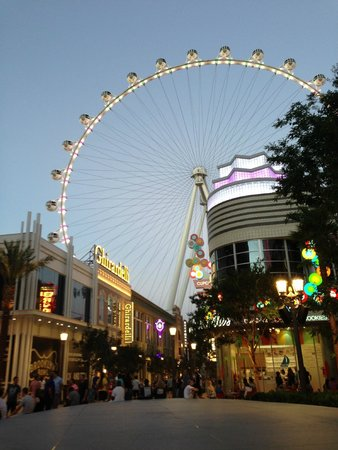 Flamingo Las Vegas Hotel & Casino: Das neue, weltgrößte Riesenrad neben dem Flamingo