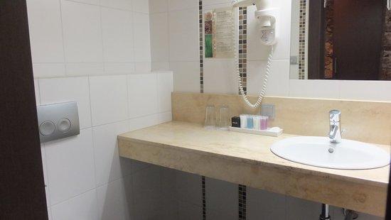 Old City Boutique Hotel: Superior room bathroom
