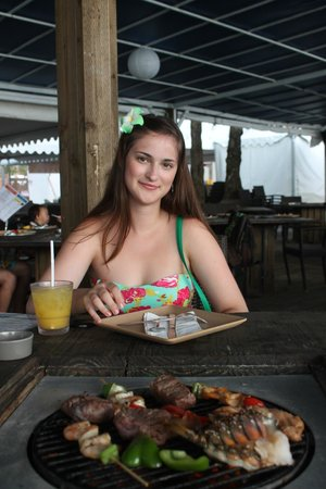 Jamaican Grill Chamorro Village : Я за столиком