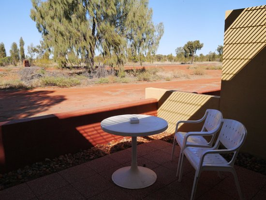 Desert Gardens Hotel, Ayers Rock Resort: view from balcony