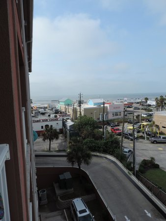 Quality Inn & Suites Beachfront: Ocean view from our room, way out there