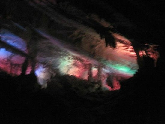 Penn's Cave : Light show in the cave