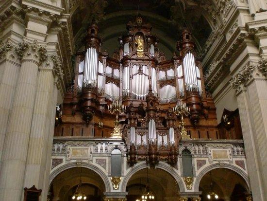 Berliner Dom: 静かな美しさ