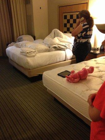 Hilton Orlando Lake Buena Vista - Disney Springs™ Area: Our un-made room