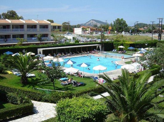 Amaryllis Hotel: Pool area