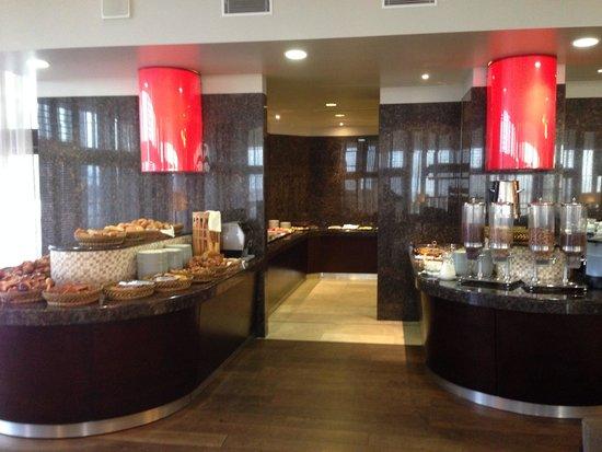 El Aurassi Hotel: Petit déjeuner