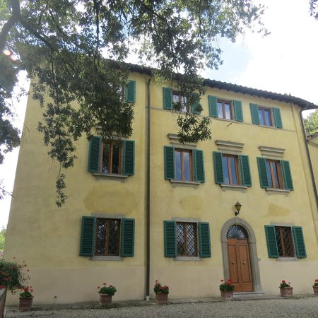 Norcenni Girasole Club: Front and entrance