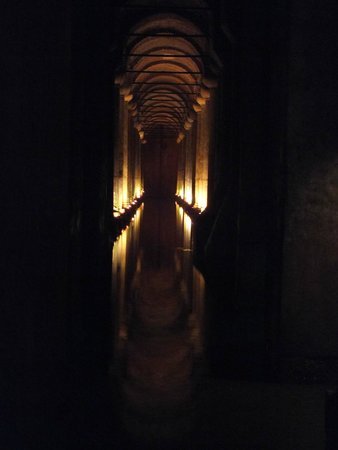 Cisterna Basílica: Sfeer en magisch