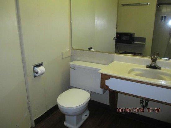 River Park Inn: Bathroom