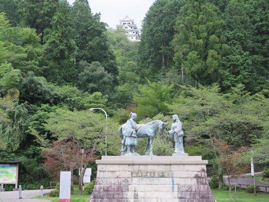 Gujo Hachiman Castle: 山内一豊銅像