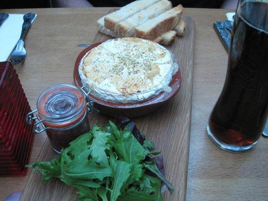 Green Goose Cafe Bistro: Baked Camembert