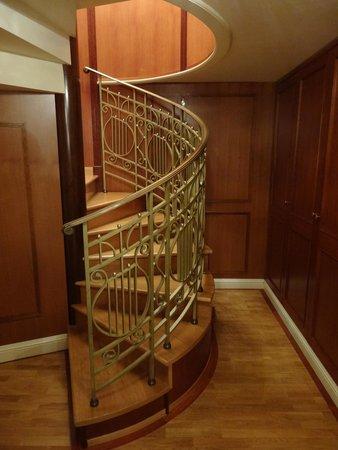 Hotel Imperial Vienna : メゾネットスイート内階段下階部分