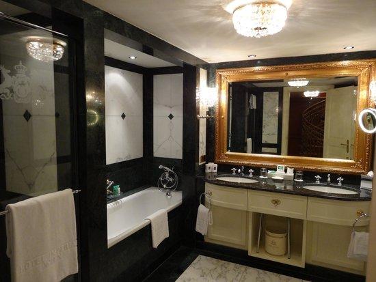 Hotel Imperial Vienna: バスルーム