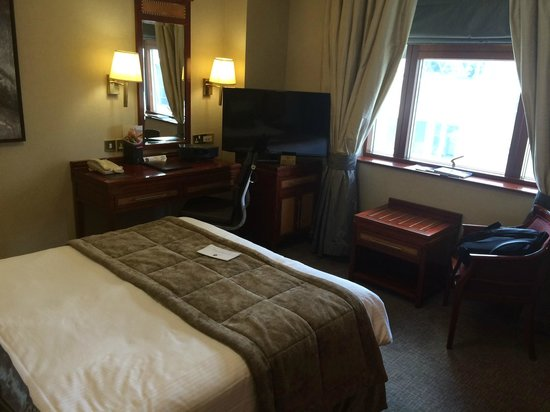 Grange City Hotel: Spacious but dated