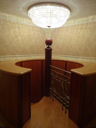 Hotel Imperial Vienna: メゾネットスイート内階段上階部分