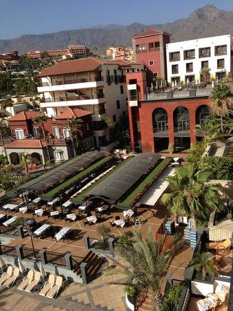 Dream Hotel Gran Tacande: Один из корпусов и ресторан отеля