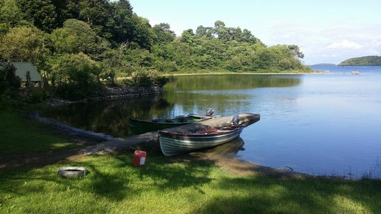Currarevagh House : Beautiful grounds on the banks of the Loch