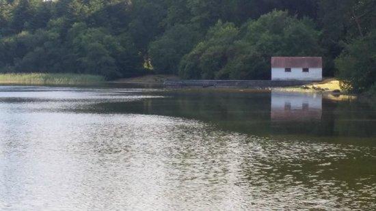Currarevagh House: Adjacent Loch
