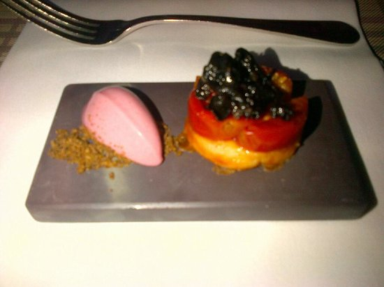 Maison Manesse : To-die-for amuse bouche with tomatoes, berry mousse and more!