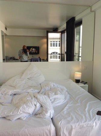 LINDEMANN'S: room