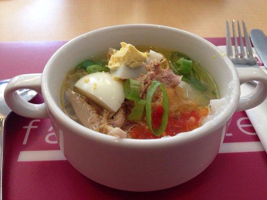 favehotel Daeng Tompo : Sarapan bubur