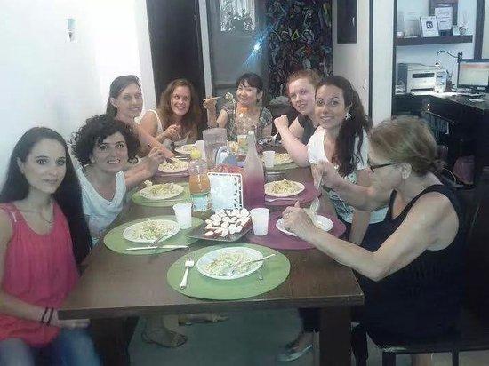 Bed & Breakfast Globetrotter Catania: スタッフの皆と食事会
