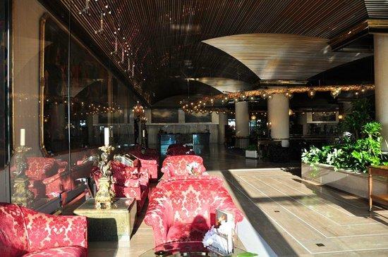 Rome Cavalieri, Waldorf Astoria Hotels & Resorts : Lobby