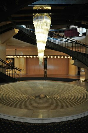 Rome Cavalieri, A Waldorf Astoria Resort: Lobby - entry to SPA