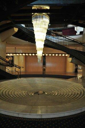Rome Cavalieri, Waldorf Astoria Hotels & Resorts: Lobby - entry to SPA