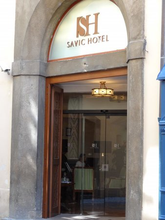 Savic Hotel: ホテルエントランス