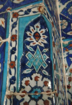 Rustem Pasha Mosque: The exquisite, uppermost corner tile