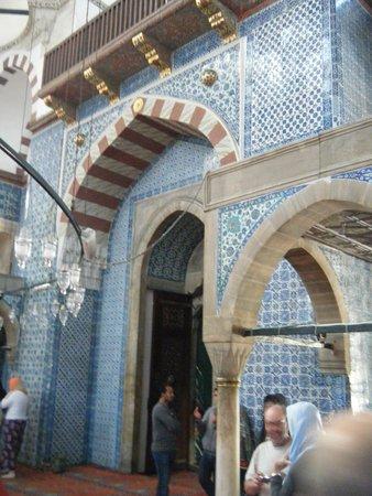 Mezquita de Rüstem Paşa: Interior arches