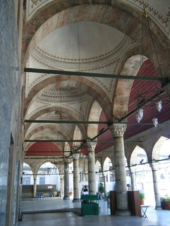 Rustem Pasha Mosque: Tranquil courtyard, overlooking the surrounding market streets