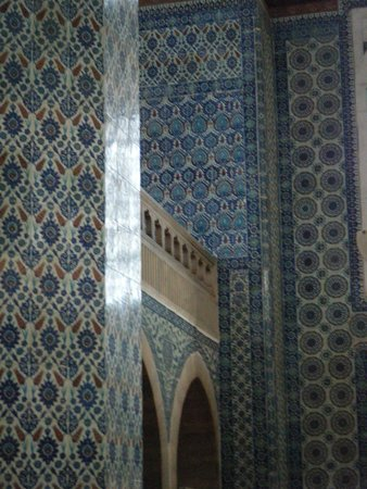 Rustem Pasha Mosque: Just a few of the tile varieties