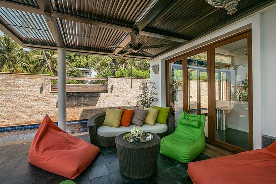 Lotus Samui: Lotus Beach Villa - Front Terrace, perfect spot to gather on a lazy afternoon