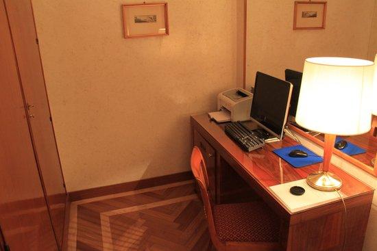 Bettoja Hotel Mediterraneo: Study with PC