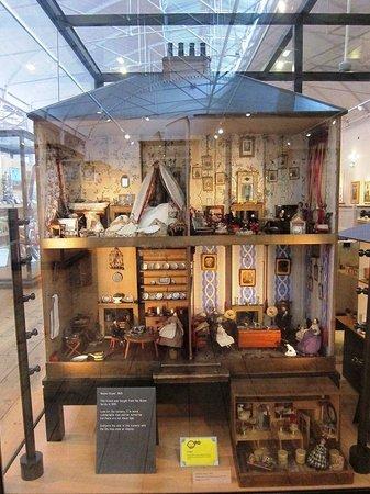 V&A Museum of Childhood : ドールズ・ハウス