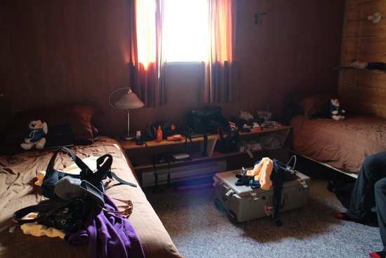 Seal River Heritage Lodge: Lots of room for equipment